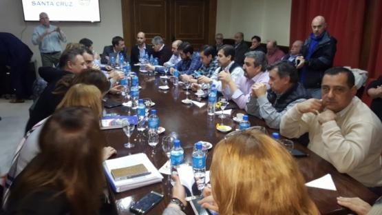 Comenzó la reunión entre el Gobierno Provincial e Intendentes