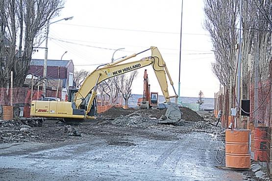 Ambiente observó la obra de la Cuenca Sarmiento y multó al Municipio por el vaciadero