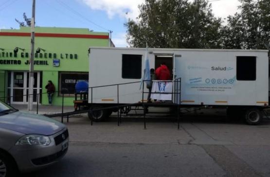 El tráiler itinerante ofrece sus servicios en Puerto Deseado