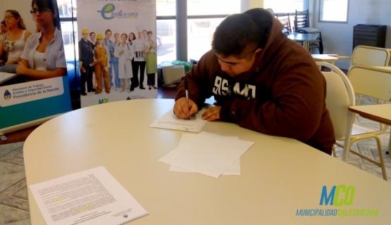 Doce jóvenes firmaron convenio para entrenamiento laboral