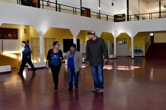 Continúan los trabajos de reparación de colegios en Caleta Olivia