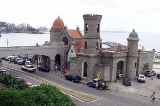 Torreón del Monje, en las playas céntricas de Mar del Plata. (Fabián Gastiarena).