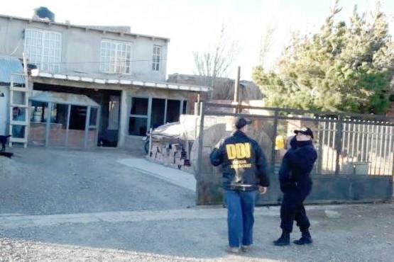 Un menor y un mayor fueron detenidos en dos allanamientos por robo