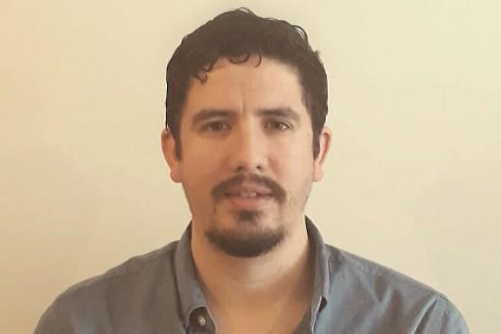 Gustavo nació en Río Gallegos y trabaja en Buenos Aires.
