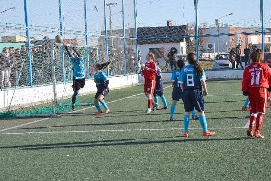 También hubo fútbol en los Evita.