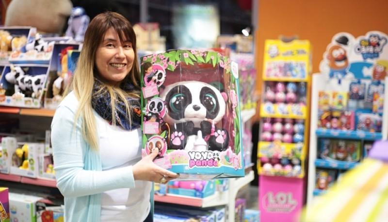 Jenifer, ayer en la juguetería local. (C.G)