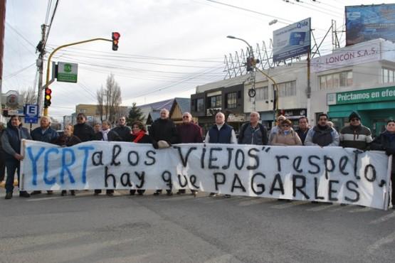 Ex trabajadores de YCF reclamaron por el