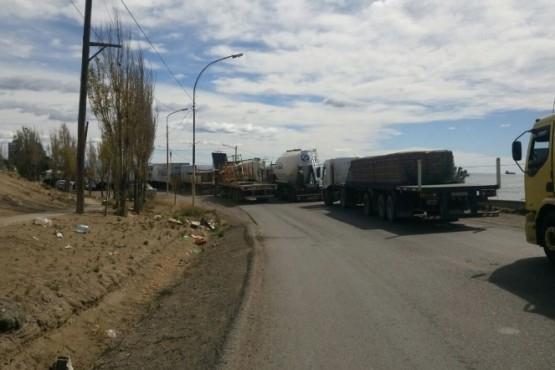 Corte preventivo de la ruta 3 por traslado de equipos petroleros