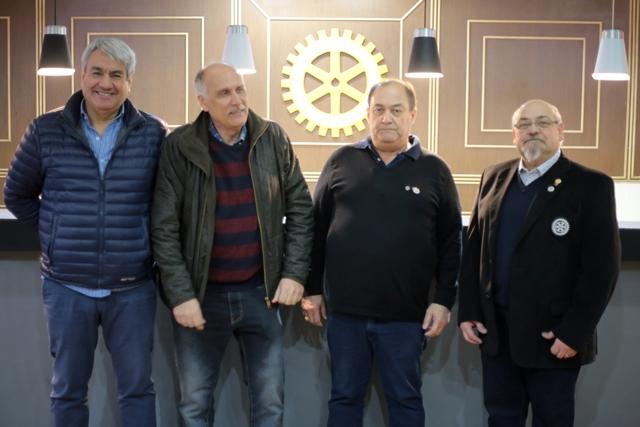 Martín Rojas, Gabriel Giordano; Pedro Uribe y Daniel Hoyos, ayer en el Rotary Río Gallegos. (C.G.).