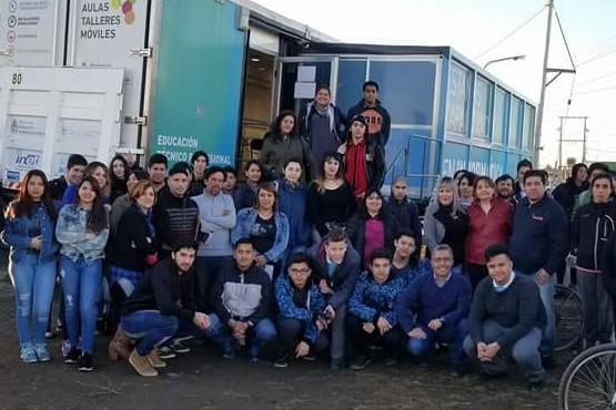 En el caso de los docentes, se llevaron a cabo distintos cursos en Río Gallegos, Caleta Olivia, Pico Truncado y Las Heras.
