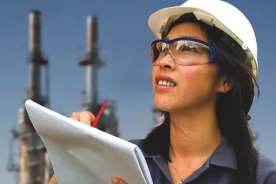 Promueven el acceso laboral de las mujeres en el sector petrolero