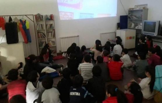 Los chicos del barrio del Carmen disfrutaron de juegos y películas
