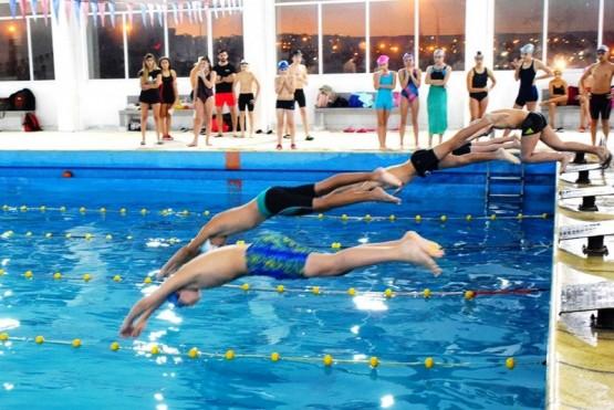 Los nadadores en acción.