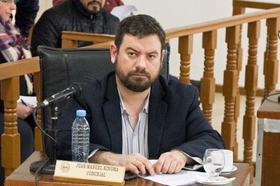 Kingma propone que el Municipio cobre por uso de veredas para la venta de automotores