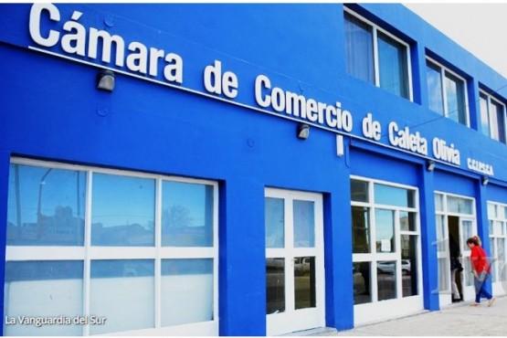 Cruce entre funcionario municipal y Cámara de Comercio por supuestas