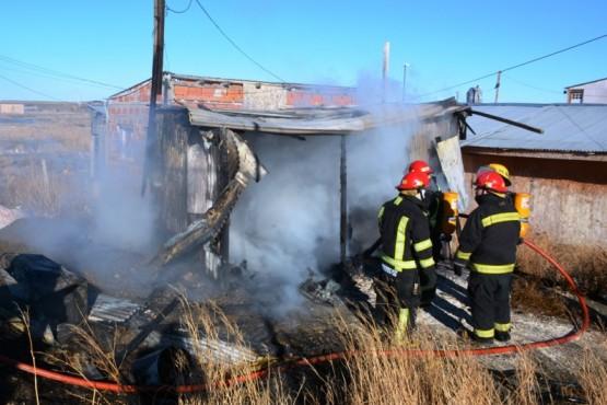 Desperfecto eléctrico provocó un incendio en B° Los Lolos