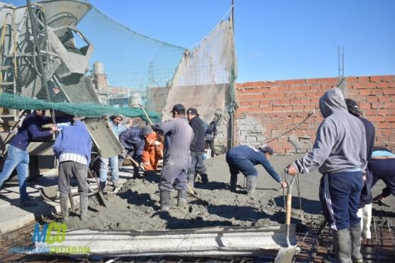 Avanza la construcción del centro de residentes de la comunidad boliviana
