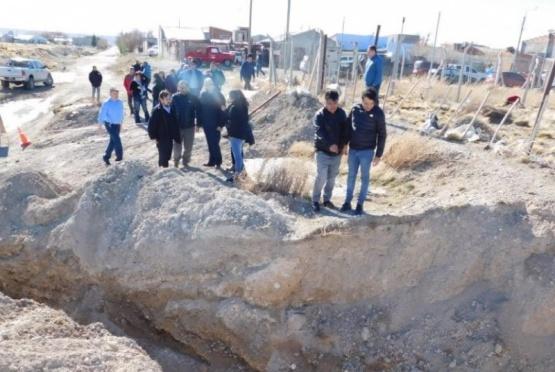 Extienden red de agua y gas en Las Heras