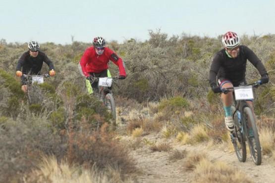 Motociclistas santacruecños en el Regional Austral de MTB