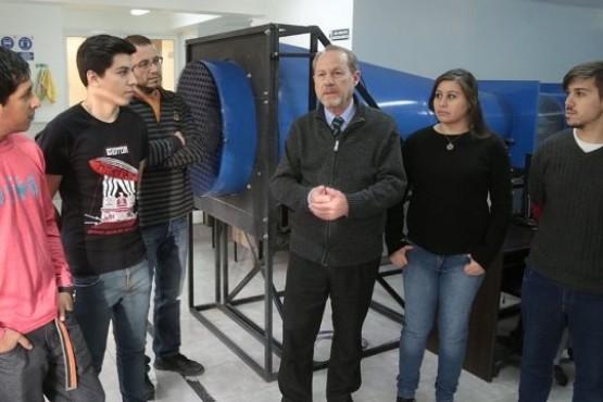 Profesionales y alumnos de la UTN desarrollan un aerogenerador para zonas rurales