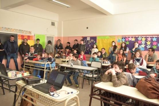 Alumnos del industrial 6 brindaron charla sobre acceso a la tecnología