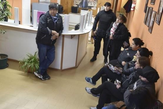 Trabajadores municipales en huelga bloquearon sede de su propio gremio