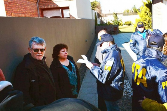 Ayer, los dos testigos elegidos por la Policía Federal. Antes, en marchas en contra del kirchnerismo. (C.R. y C.G).