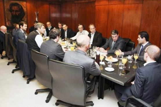 Perincioli en la reunión de ministros opositores con Nación