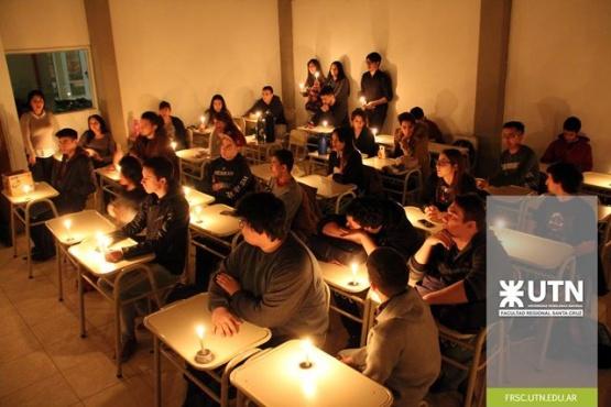 """""""Estudiando a la luz de las Velas"""" en la UTN"""