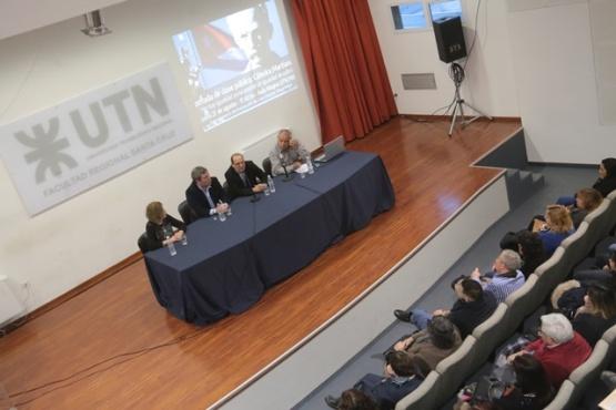 Conferencia en la UTN. (C.G)
