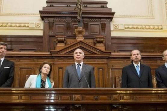 Presentaron un proyecto de ley para remover símbolos religiosos de edificios públicos