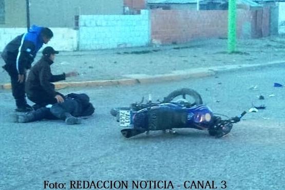 Motociclista herido al chocar contra una camioneta
