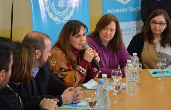 Paola Vessvessian en las actividades de Piedra Buena.