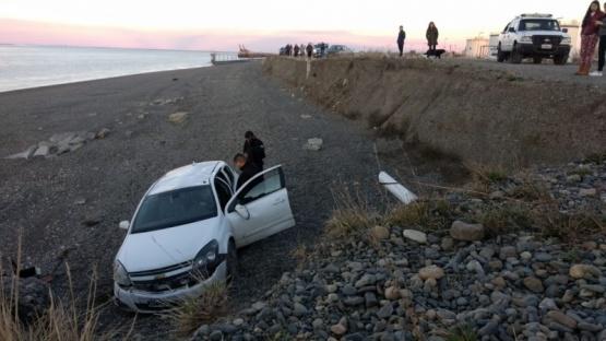 Un herido tras desabarrancar un vehículo en la costanera