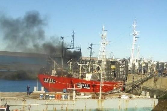 Principio de incendio en buque de pesquera Santa Cruz