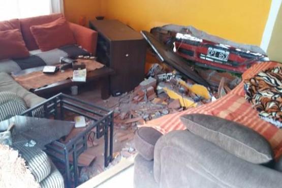 La trompa del rodado quedó dentro de la casa.