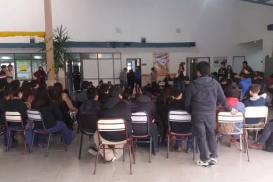 Sentada de alumnos por falta de choferes