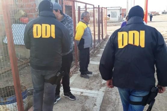 Encapuchados y armados roban en un local y en la casa de comerciantes