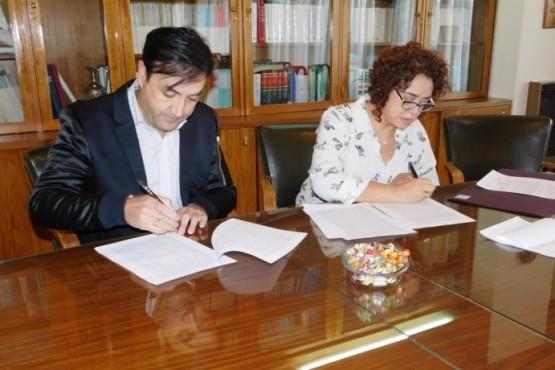 Firma de convenio para agilizar trámites de escrituras