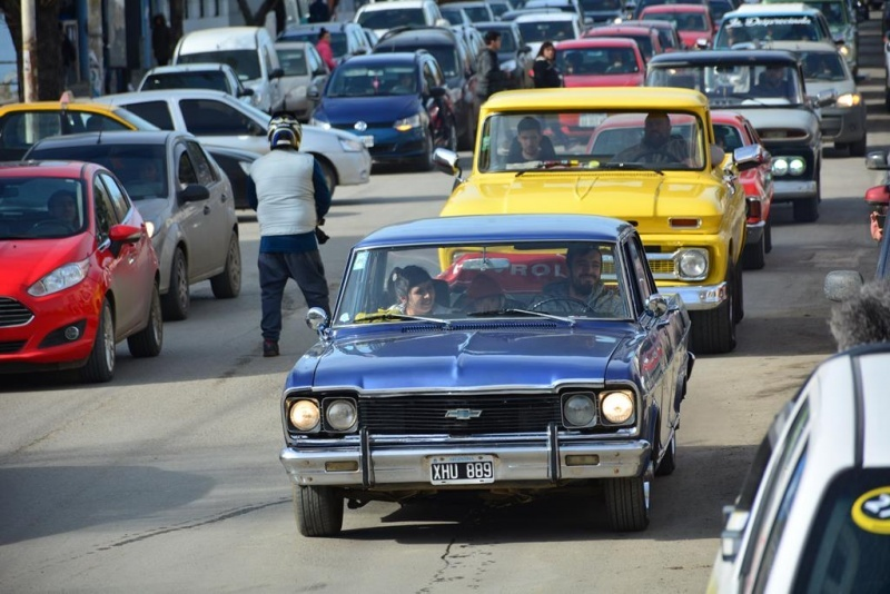 En caravana se fueron al Polideportivo (Fotos: C.R)
