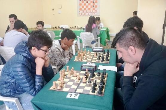 León y Garrido ganaron en el debut
