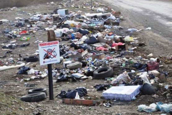 Buscan que las fotos tomadas a quienes arrojan basura sean válidas para multar
