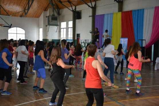 """""""Mujeres en Movimiento"""" en la Escuela N° 11"""