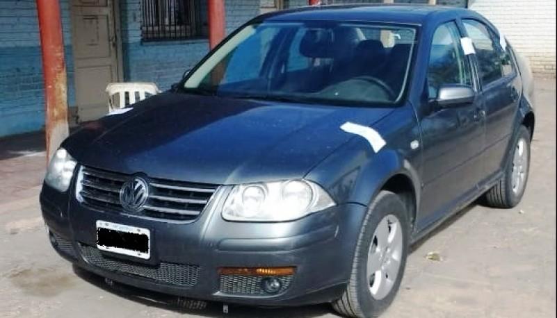 Los sujetos viajaban en un Volkswagen Bora, que fue secuestrado.
