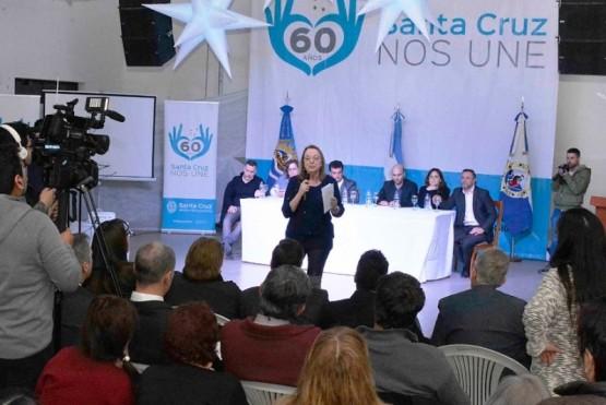 """Alicia Kirchner: """"Hacemos con nuestro propio esfuerzo lo que podemos hacer"""""""