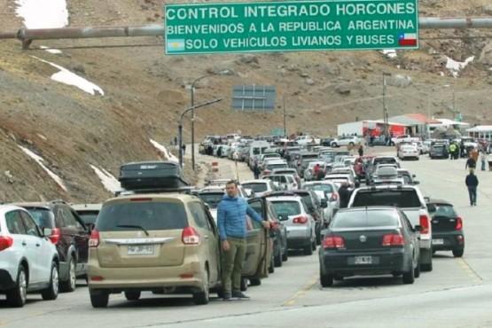 Ahora son los chilenos los que hacen cola para comprar barato