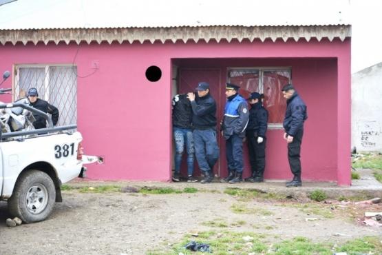 Cinco detenidos y elementos secuestrados durante un allanamiento