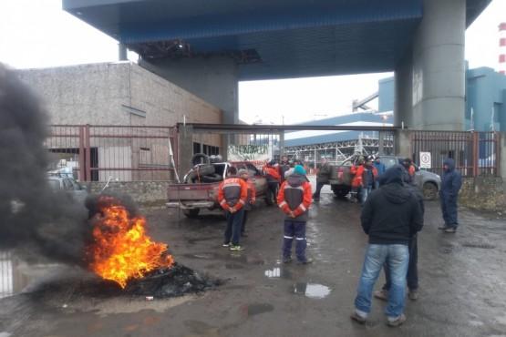 Mineros impiden el retiro de materiales de la Megausina