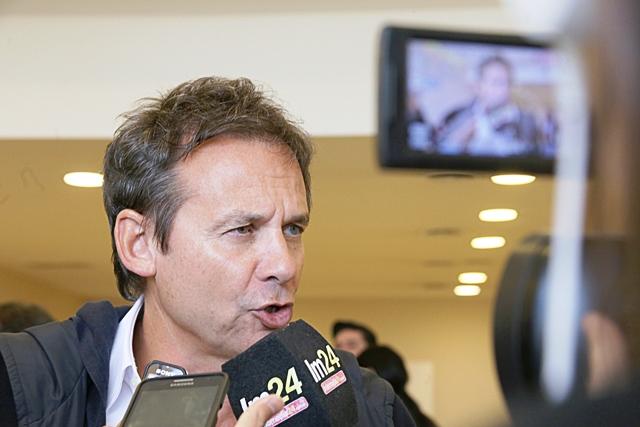 Senador Eduardo Costa.