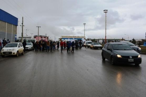 Panfleteada de docentes y embotellamiento en la Autovía